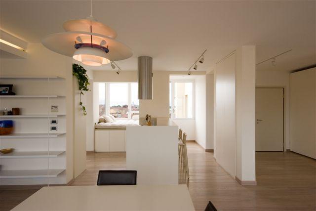 Appartamento attico anni 39 30 michele gambato architetto for Arredamento total white