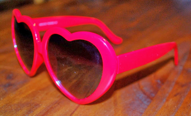 http://www.shopzerouv.com/collections/womens-sunglasses-1/products/cute-womens-sweet-heart-shape-sunglasses-8182