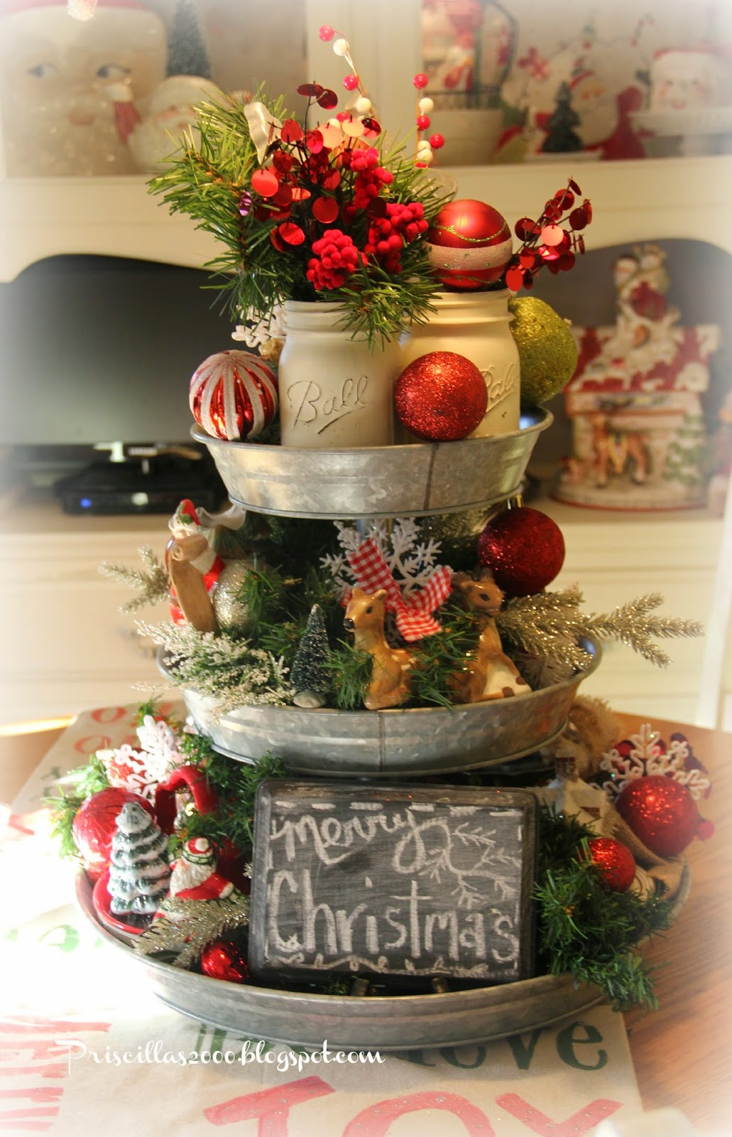 Priscillas Christmas Galvanized Tray Centerpiece: small christmas centerpieces
