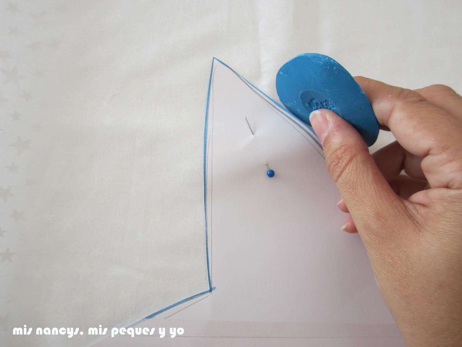 mis nancys, mis peques y yo, tutorial DIY cojín con forma de estrella de Navidad, dibujar con jabón de sastre