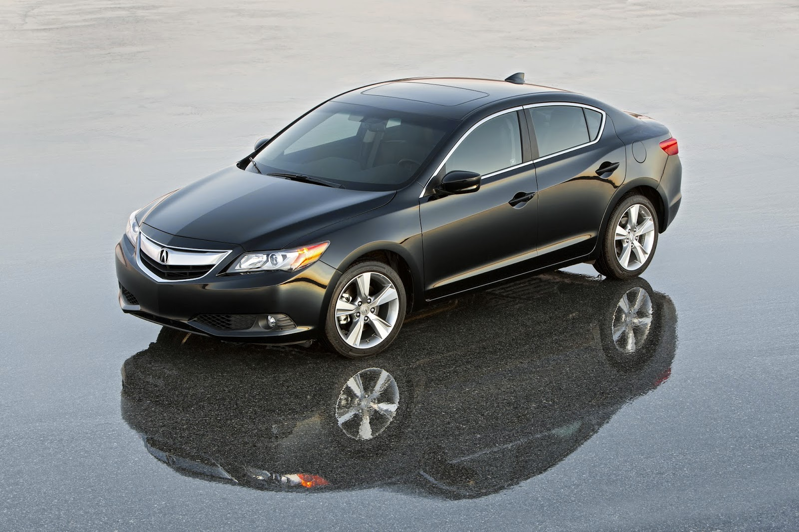 Front 3/4 view of the 2014 Acura ILX Premium