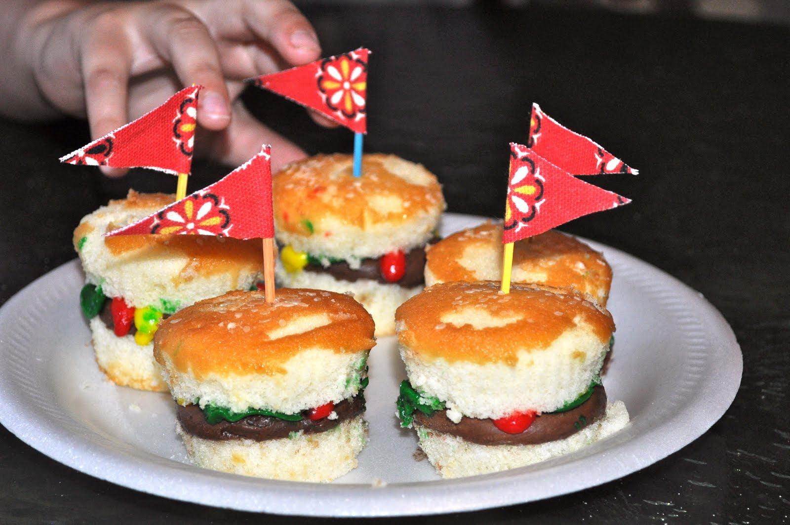 ewe hooo!: Lake Staple— Hamburger Cupcakes and Sweet Tomato BBQ