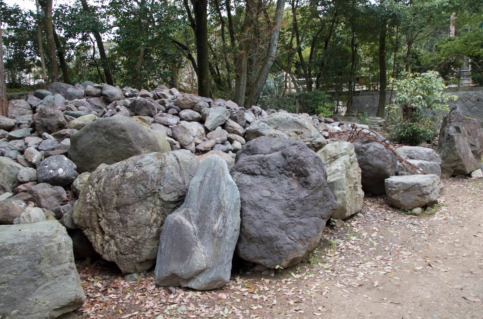 Robert ketchell 39 s blog stone setting in the japanese garden for Japanese stone garden