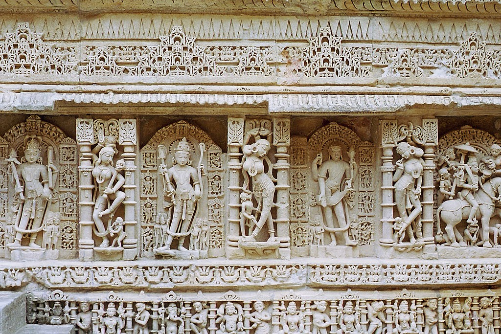 Sculptures of Apsaras, Raani ka Vav