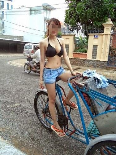 """Thời trang """"mặc cũng như không"""" của hot girl Việt"""