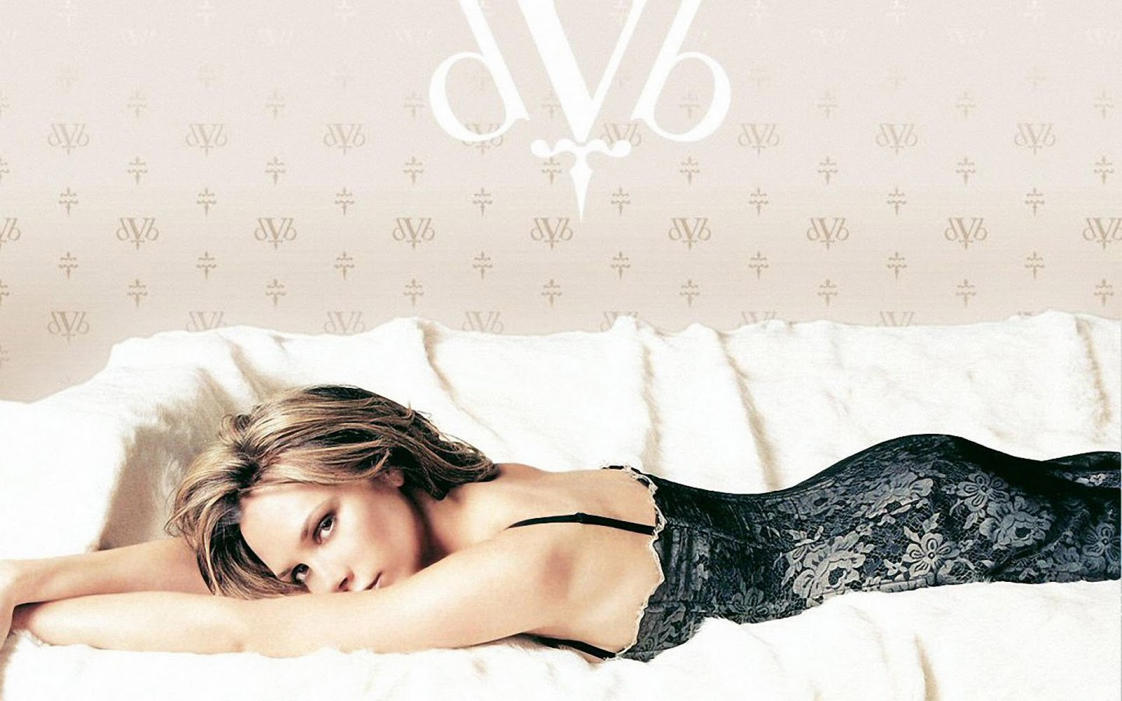 http://4.bp.blogspot.com/-RmNR9ztYlDs/TuosxNcwbEI/AAAAAAAAAuo/vRVnVQ-khyo/s1600/Victoria-Beckham-pictures-pc-desktop-Wallpapers-HD-photo-images-6.jpg