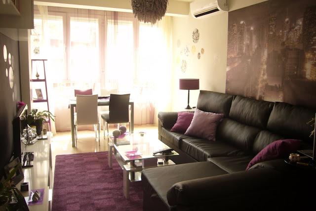 Decoraxpoco salon moderno en pocos metros - Salones con sofa negro ...