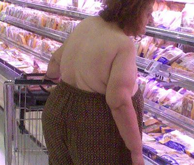 mujer loca en el supermercado