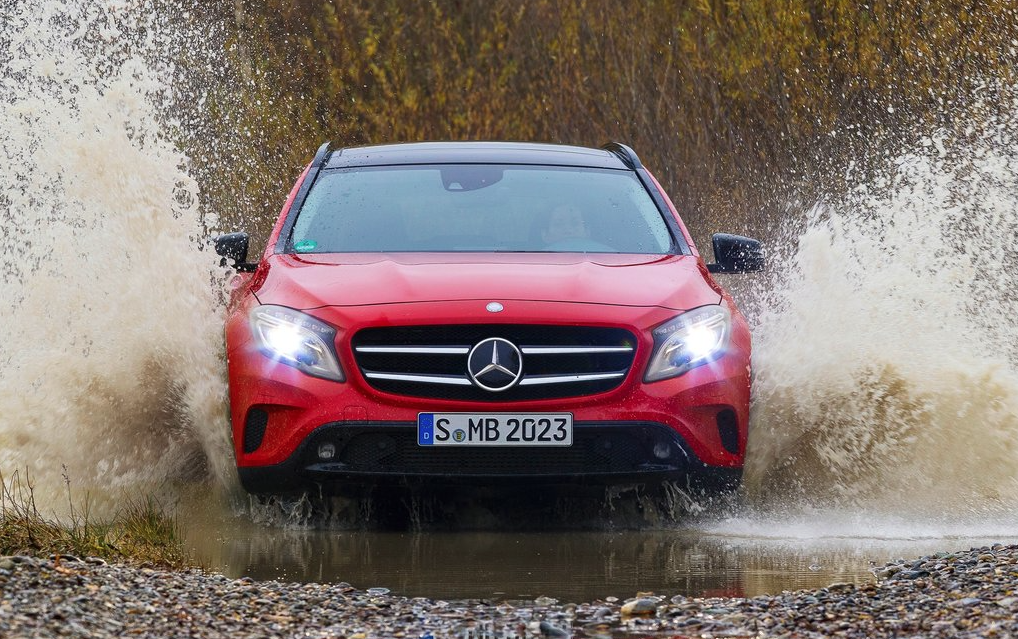 2015 Mercedes-Benz GLA red