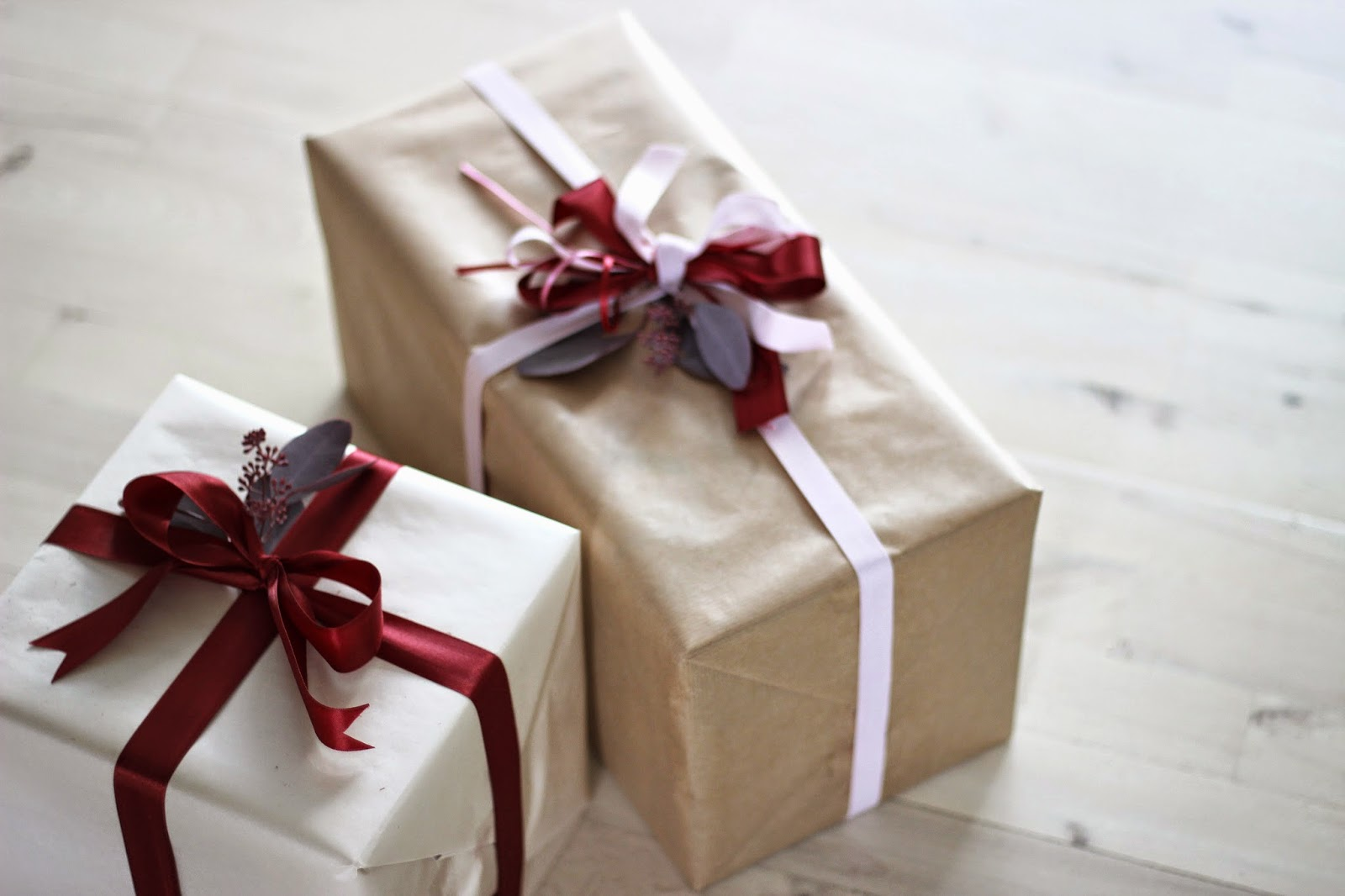 simple gift wrapping, via http://www.scandinavianlovesong.com/