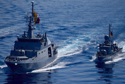 El ARC 7 de Agosto navegando en compañía de la Patrullera Hyane de la Marina Alemana.