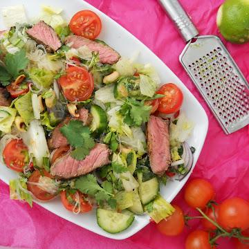 Tajska sałatka z wołowiną - Czytaj więcej »