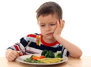 7 Cara Mengatasi Anak yang Sulit Makan