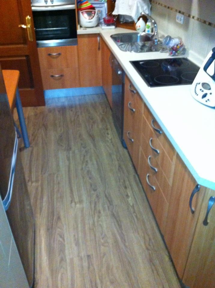 C mo limpiar y mantener los suelos de pvc y vin licos - Suelo vinilico cocina ...
