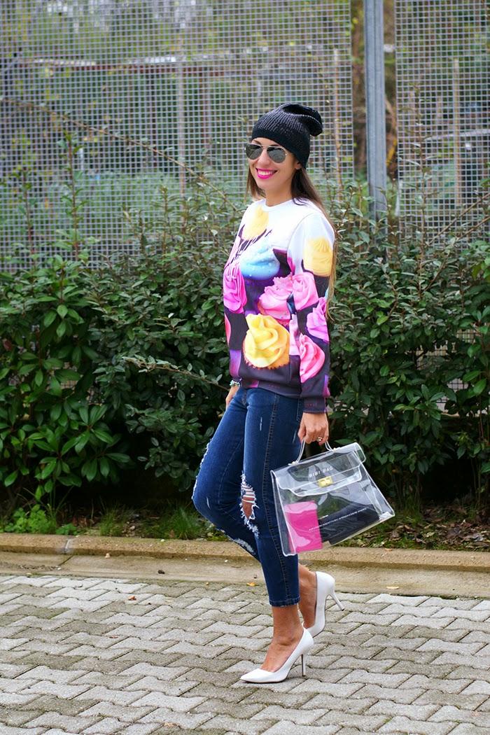 look felpa jeans tacchi