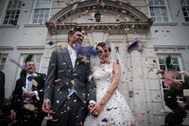bride and groom, photo, wedding dress, wedding suit, wedding flowers, confetti