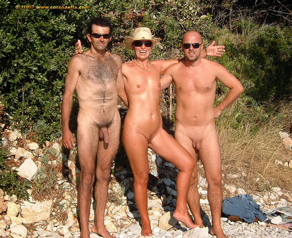 nudisti-so-stoyachimi