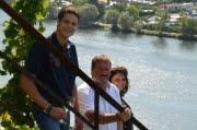 Helga und Peter J. König im Gespräch mit Sigrid, Winfried und Lukas Reh, Weingut Reh, Schleich/ Mo