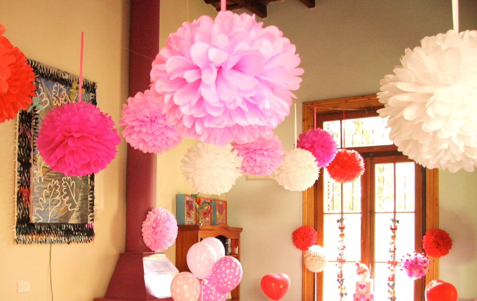 Puerta al sur flores de papel para decorar ambientes y for Cuarto adornado para cumpleanos