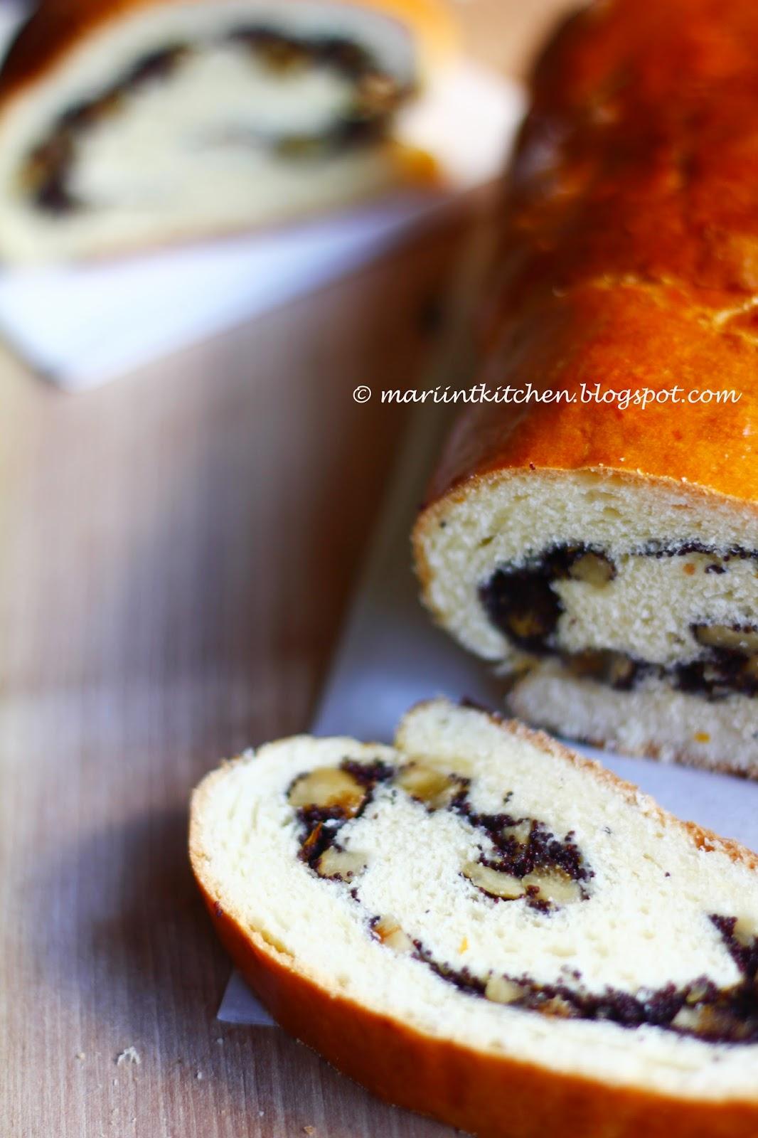 pane al burro con semi di papavero e fichi secchi