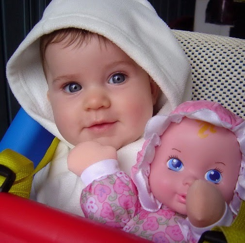 Photo bébé mignon avec yeux bleu