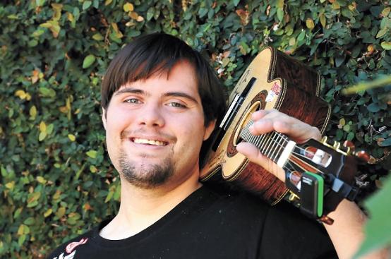Dudu do Cavaco: Músico com Down prestes a gravar disco.