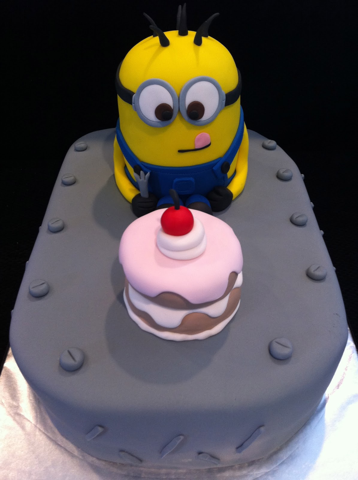minion baby shower cake despicable me minion cake