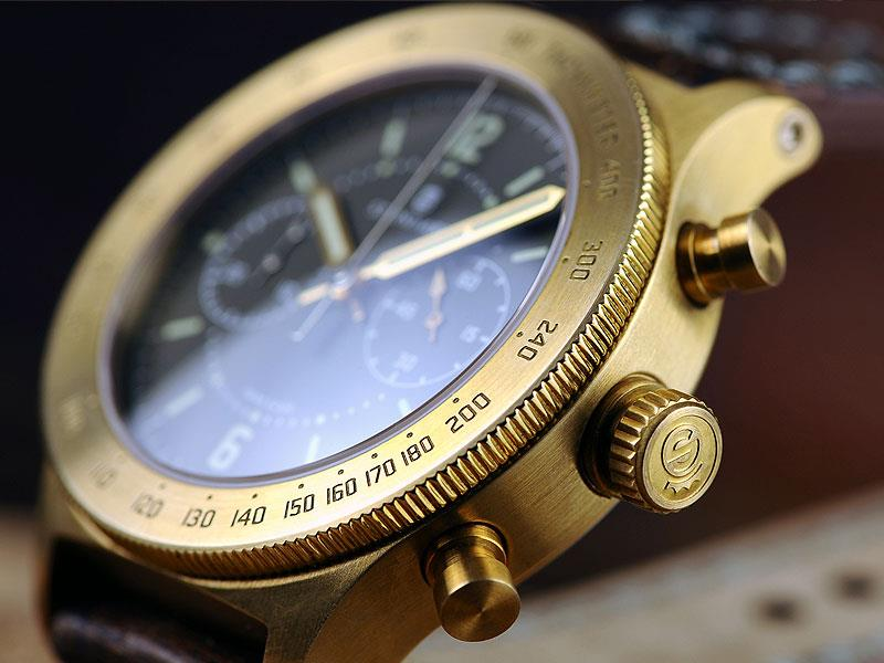 Its wide bezel finely brushed bronze bezel allows sufficient space