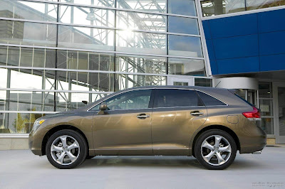 2013-Toyota-Venza_side_picture