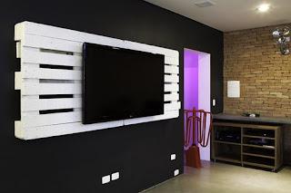 Painel de TV feito de palete