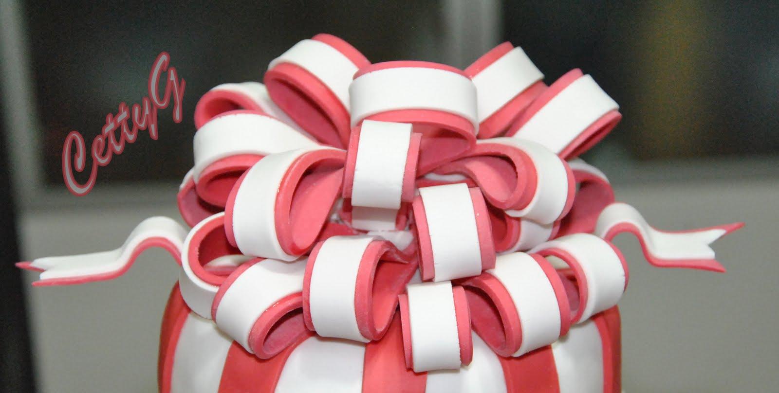 Le torte decorate di cetty g 18 anni in pasta di zucchero for Torte per 18 anni maschile