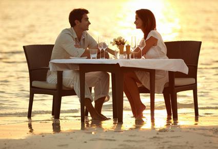 romanctic-dinner- أفكار مميزة لأمسيات رومانسية مع حبيبك - عشاء رومانسى