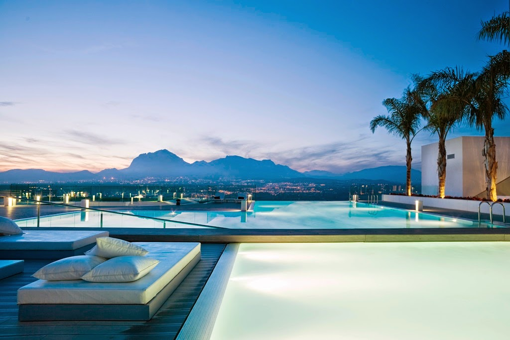 Top 5 Rooftop Pools in the World