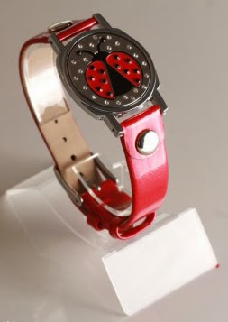 http://www.pinkgolftees.com/ladies-golf-accessories/golf-jewelry/abigale-lynn-ladybug-crystal-ball-marker-bracelet.html