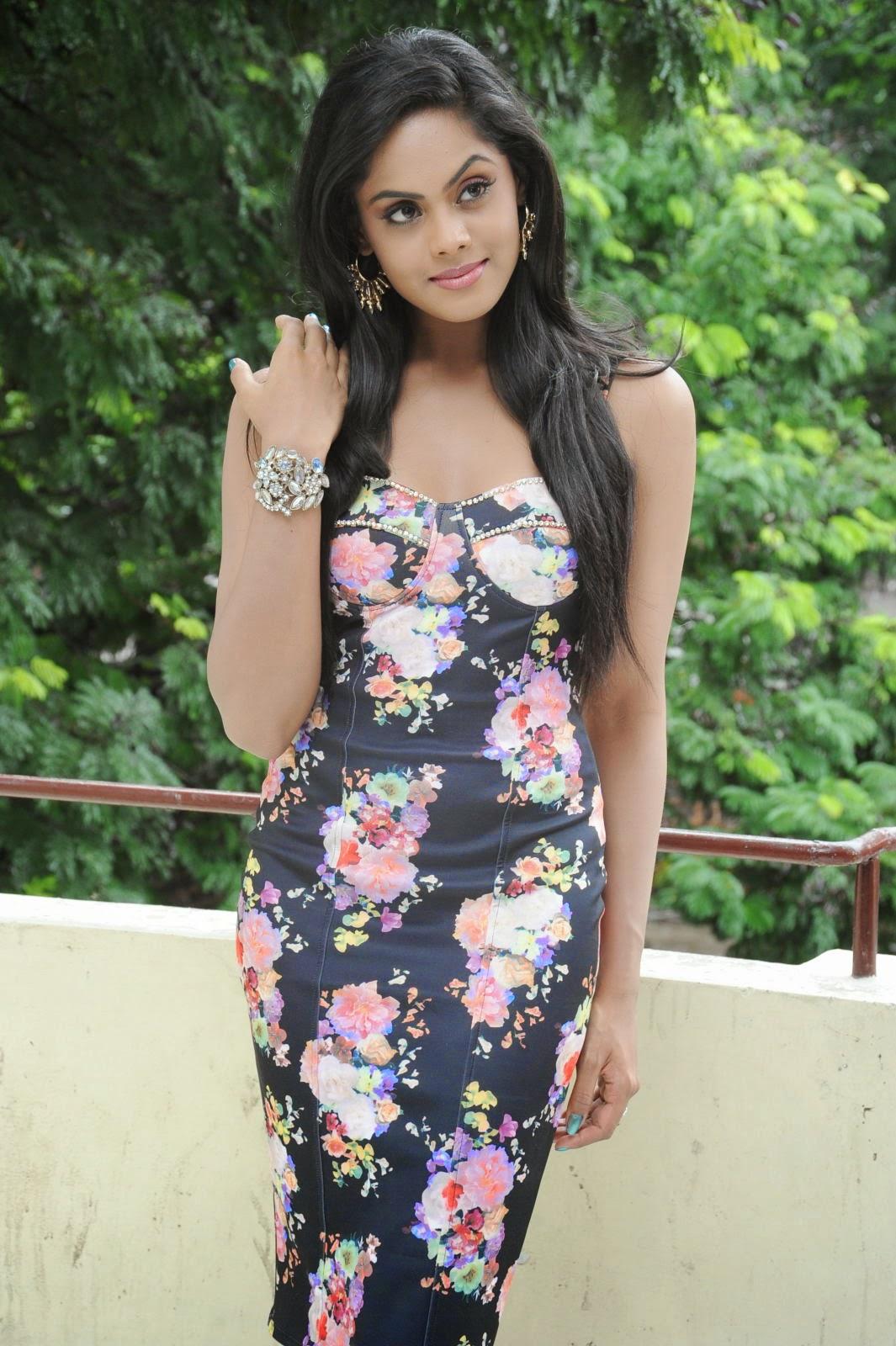 Karthika Nair latest photo shoot-HQ-Photo-12