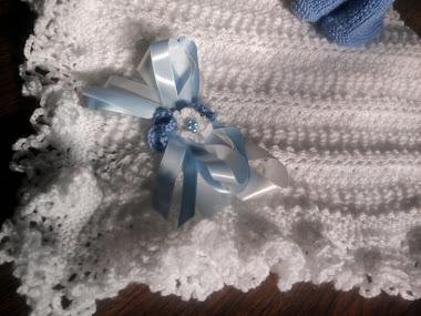 Manta Branca Detalhe em Fita azul