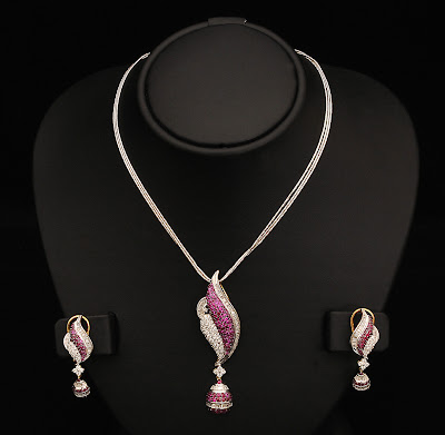 stylish diamond necklace set