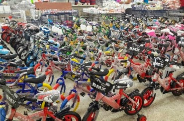 Tiendas de ventas de juguetes son abarrotadas de clientes for Valla infantil carrefour