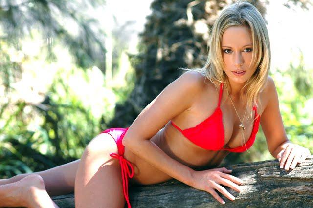 Janneke red bikini