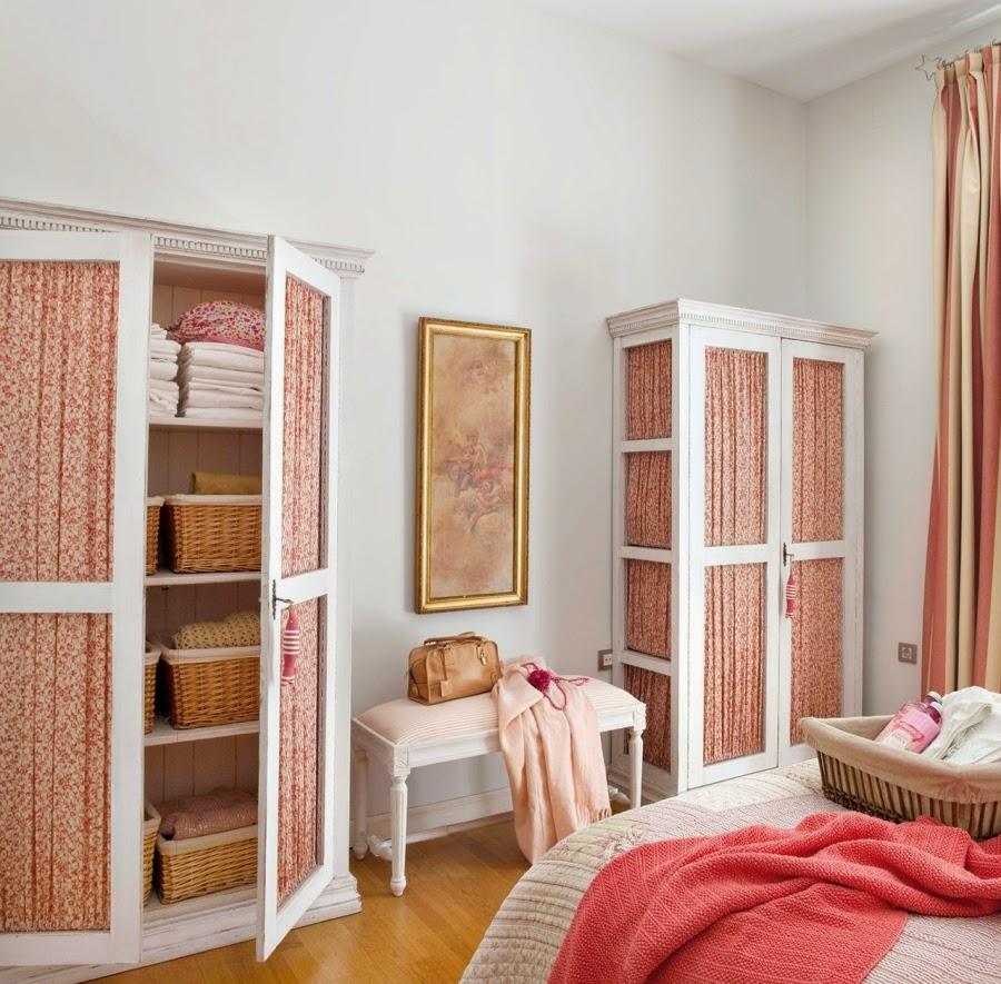 Wystrój wnętrz, home decor, wnętrza, urządzanie mieszkania, stylfrancuski, jasne wnętrza, róż, pastelowy róż, pastelowe kolory, sypialnia, łóżko, szafa