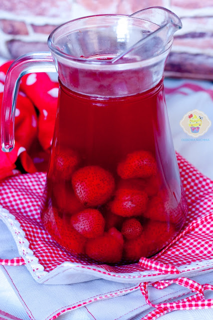 domowy kompot truskawkowy, kompot z truskawek, domowy kompot z truskawek, truskawki napój
