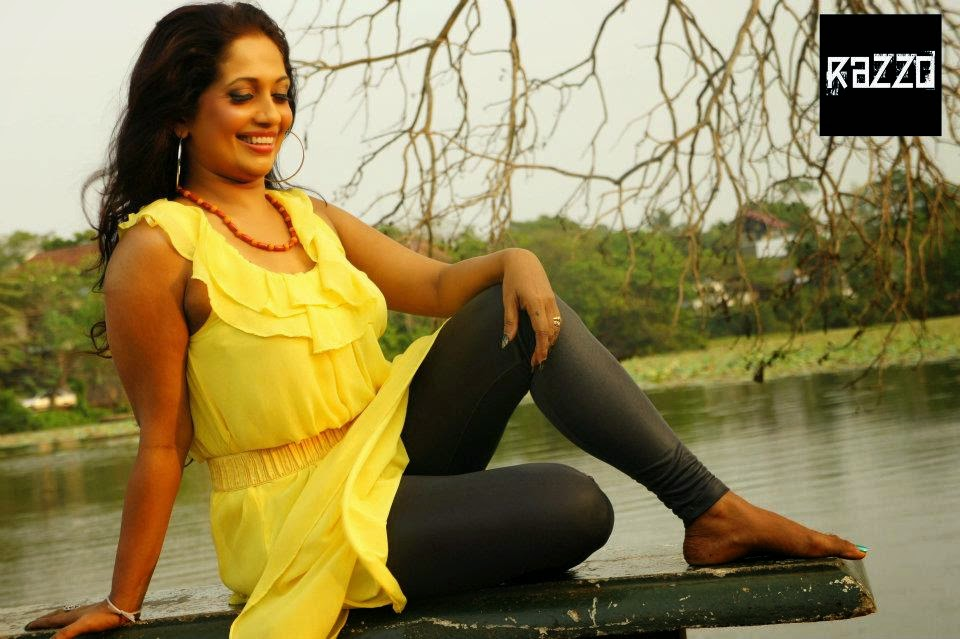Sabeetha Perera yellow hot leggings