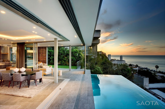 Cliff-edge swimming pool with the ocean view