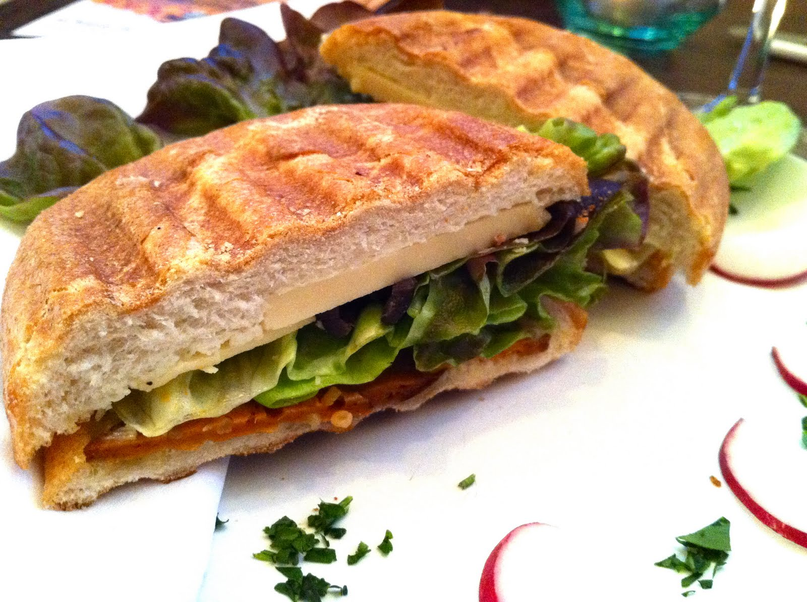 veganes lischen leaf das vegane restaurant in hamburg. Black Bedroom Furniture Sets. Home Design Ideas