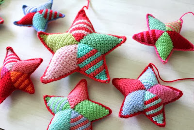 http://littlewoollie.blogspot.ca/2013/05/crochet-star-making-tutorial.html?spref=fb