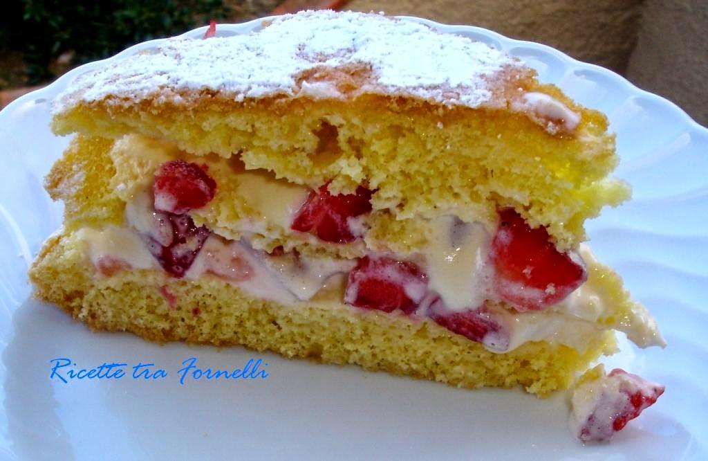torta farcita con crema di mascarpone e fragole
