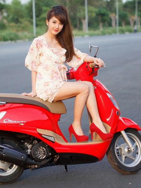 Dựng chóng đứng (giữa) xe máy cũng là một cách hữu hiệu để chóng trộm xe máy