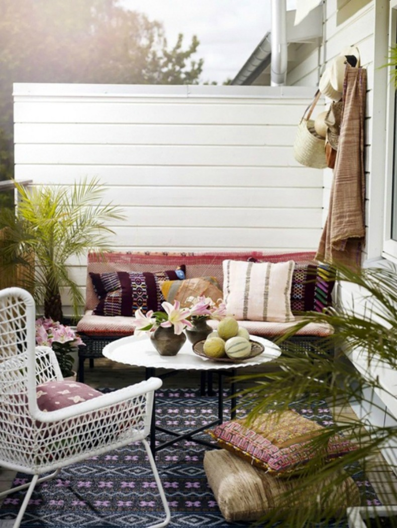 Coastal cottage outdoor relaxing nook