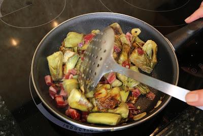 Preparación de alcachofas salteadas con jamón
