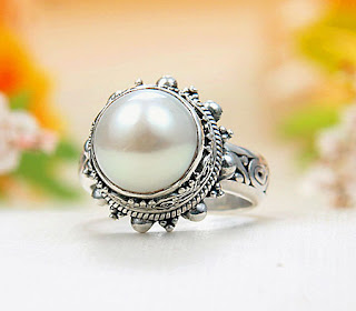 Classical-Pearls-Jewelry-Wallpapers